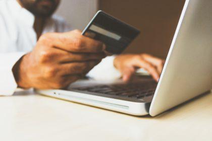 Comment les e-consommateurs forment leur confiance sur un site de vente en ligne : retours d'expérience scientifique